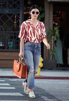 Lucy Hale Street Style - Los Angeles Lucy Hale Style, Outfits and Clothes. Celebrity Casual Outfits, Casual School Outfits, Cute Casual Outfits, Chic Outfits, Fashion Outfits, Denim Fashion, Western Dresses For Girl, Work Dresses For Women, Western Outfits