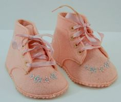 Vintage Baby Deer pink wool baby shoes...cute!