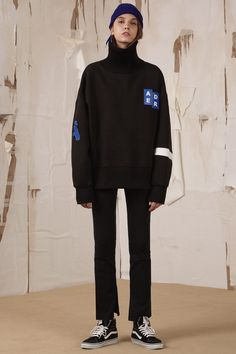 [unisex]  A Turtleneck sweatshirtBlack