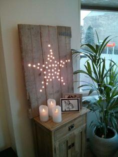 Van steigerhout een vlak getimmerd, 50 gaatjes in de vorm van een ster en daarna kerst lichtjes erin! Te leuk....