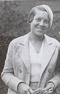 Teresa Andrés Zamora (1907-1946) fue la creadora de la Biblioteca Popular y de las Bibliotecas en las trincheras.