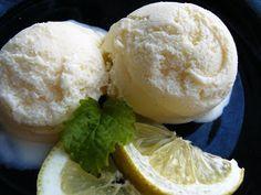 Joghurtos citromos fagylalt Frozen Yoghurt, Yogurt, Ice Cream Freeze, Hungarian Recipes, Hungarian Food, Gelato, Parfait, Fudge, Smoothies