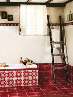 Koupelna v podkrovi Tonalite Florence Rosso