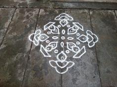 Rangoli Designs/kolam: [sno Ner Pulli Lamp Kolam images ideas from Home Inteior Ideas Indian Rangoli Designs, Simple Rangoli Designs Images, Rangoli Designs Flower, Rangoli Patterns, Rangoli Border Designs, Rangoli Ideas, Rangoli Designs With Dots, Rangoli With Dots, Beautiful Rangoli Designs