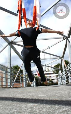 Yoga Aerien, Acrobatie trapèze dans L'air avec la Mèthode AeroYoga® #AERIALYOGA #Aero #AIR #aire #asana #Teachertraining #workshop #gravity #age #anti #wellness #BREATHING #bienestar #silks #trapeze #trapecio #CIRCUS #classes #pilates #fitness #gym #PRESS #aerien #hamaque #swing #yoga #coaching #Sport
