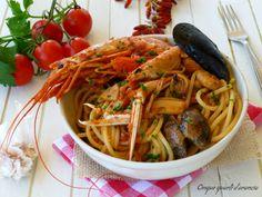 Glispaghetti rossi allo scogliosono un primo piatto di mare, ricco e saporito, perfetto per un pranzo della domenica. Ormai mio padre ha preso le redini