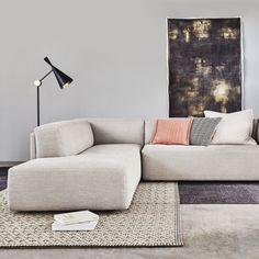 Minimalist House Design, Minimalist Home, Sofa Dining Table, Cool Furniture, Furniture Design, Sofa Design, Interior Design, My Living Room, Sofa Chair
