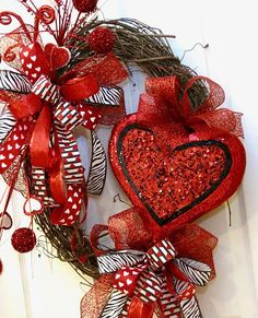 Valentine Wreath, Valentines Day Wreath, Valentine Door Wreath, Heart Wreath, Valentine Decor, Large Valentine Wreath, Valentines Day gift Fabulous, fun and flirty! This Valentines Day wreath is ready to dress up your door or place of business. Constructed on an oval grapevine wreath