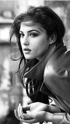 Monica Bellucci Monica Bellucci Joven, Monica Bellucci Young, Monica Belluci Malena, Monica Bellucci Photo, Portrait Photos, Foto Portrait, Woman Portrait, Classic Beauty, Timeless Beauty