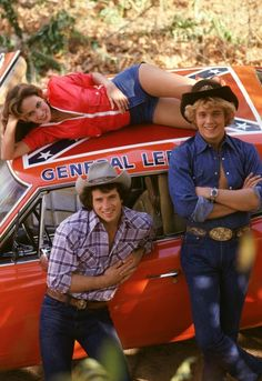Vintage Cars Dukes of Hazzard TV Show Cast Rare Vintage Poster - A great Dukes of Hazzard poster - Bo, Luke, Daisy, and the General Lee from the classic TV Show! 80 Tv Shows, Old Shows, Great Tv Shows, Movies And Tv Shows, Cinema Tv, Films Cinema, Hollywood, Mejores Series Tv, Dukes Of Hazard