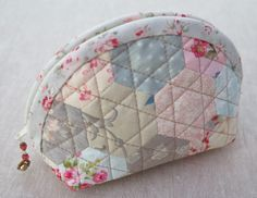 Neat way to quilt hexies.