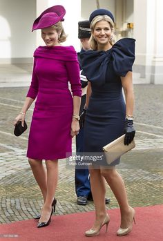 Queen Mathilde of Belgium is met by Queen Maxima of the Netherlands during an official visit by King Philippe and Queen Mathilde of Belgium to The Netherlands on November 2013 in The Hague, Netherlands. Winter Mode Outfits, Winter Fashion Outfits, Fashion Dresses, Peplum Dress, The Dress, Estilo Real, Royal Clothing, Queen Maxima, Royal Fashion
