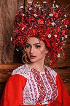 How to meet Eastern European brides? Women from Ukraine and Russia are looking for good, honest and reliable men like you! Find your love easy! Flower Head Wreaths, Flower Headdress, Ukrainian Dress, Costumes Around The World, Ethno Style, Ukraine Girls, Folk Costume, Ethnic Fashion, Folklore