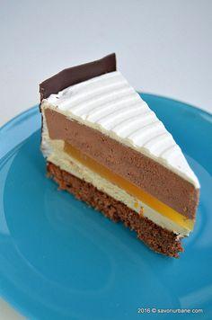 Entremet de ciocolata cu insert de jeleu de portocale Savori Urbane (2) Baking Recipes, Cake Recipes, Romanian Desserts, Something Sweet, Chocolate Ganache, No Bake Cake, Cooking Time, Vanilla Cake, Cheesecake