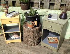 Cute small side tables colored in chalk paint :D
