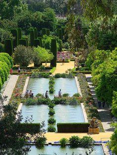 Jardines del Alcázar de los Reyes Cristianos, Córdoba   by F. Vargas, via Flickr