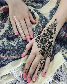 No photo description available. Cute Henna Designs, Henna Tattoo Designs Arm, Henna Designs Feet, Simple Henna Tattoo, Henna Tattoo Hand, Beautiful Henna Designs, Latest Mehndi Designs, Mehndi Designs For Hands, Beautiful Mehndi