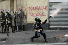 "15 de mar. de 2014 / ""Manifestantes se enfrentan con la Policía Nacional hoy en Caracas"""