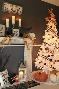 Turquoise Lifestyle shares her Halloween Tree which lights up the room with a spooky glow. Halloween Christmas Tree, Halloween Tree Decorations, Slim Christmas Tree, Spooky Decor, Halloween Home Decor, Holiday Tree, Thanksgiving Decorations, Holidays Halloween, Holiday Decor