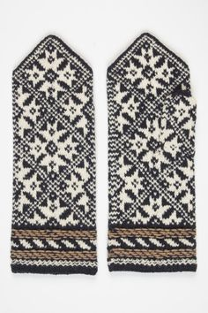 Estonian mittens. The thumb is exactly in the same pattern as the rest of the mitten.  Eesti muuseumide veebivärav - labakindad
