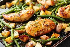 Cook chicken for less time. This one pan chicken dinner has the most delicious honey garlic glazed chicken alongside tenderly roasted potatoes and green beans. Plus, it's so easy and flavorful, you'll make again and again! Honey Garlic Chicken, Glazed Chicken, Orange Chicken, Chicken Potatoes, Roasted Potatoes, Sheet Pan Suppers, Cooking Recipes, Healthy Recipes, Cooking Tips