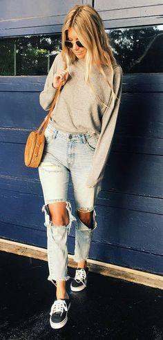 simple ootd: sweatshirt + rips + bag