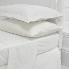Cotton Percale Flat Sheets are a 100% Cotton Percale for ultimate luxury. Our cotton percale bed sheets use fine yarns giving a luxurious feel as expected in the highest quality UK hotels. Our Cotton Percale Flat Sheets are available in five sizes. 200 thread count 115gsm.  Our flat bed sheets include a coloured ID thread in the selvedge to assist with size identification; single – blue, double – red, king – gold and super king – green.