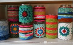 Fuente: http://coastingonhappy.tumblr.com/post/79883198051/macatrose-crochet-vases-by-mirre-on-flickr