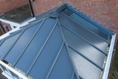 The glass panels can be inserted to replace virtually any of the aluminium roofing panels, enabling you to maximise the light in your room or produce a very contemporary design not easily achievable with other types of roofing system.