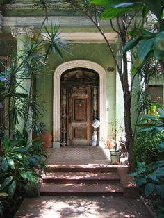 Losas hidráulicas en el portal de una casa en el Vedado, en la Habana, Cuba.