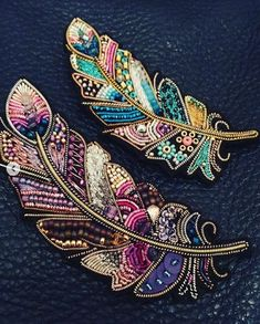 Best 11 Feather brooches by Evgenia Vasileva. Bead embroidered and fringed – Japanese seed beads, firepolished crystals, nmetal findings. – Page 501307002269943634 – SkillOfKing.ComInformations About Best 11 Feather brooches by Evgenia Vasileva. Bead Embroidery Jewelry, Gold Embroidery, Embroidery Fashion, Embroidery Patterns, Beaded Jewelry, Embroidery Dress, Beaded Bracelets, Diamond Jewelry, Jewellery