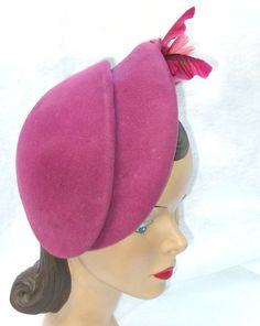 40's 50's Vinatge Plum Clor Asymmetrical Hat with Featehrs Roberta Bernay 23 Large