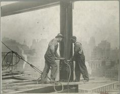 From its completion in 1931 until construction of the World Trade Center's North Tower in the Empire State Building stood as the tallest building in the world. Empire State Building, Construction Worker, Under Construction, World Trade Center, New York Landmarks, Lewis Hine, Vintage New York, New York Public Library, American History