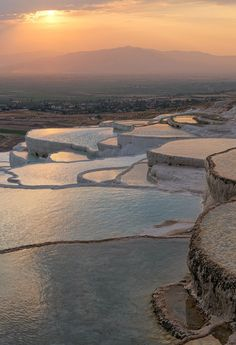 Things to do in Pamukkale Cotton Castle Turkey. History, facts, attractions, what to see in Pamukkale Turkey and information. Amazing Places On Earth, Beautiful Places In The World, Beautiful Places To Visit, Places To See, Pamukkale, Cool Landscapes, Beautiful Landscapes, Antalya, Turkey Vacation