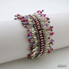 Beaded bracelet, slight tribal look, love it! I love these herringbone fringes, the color scheme is a wow, love those matte black cubes combined with sparklies! Bead Jewellery, Seed Bead Jewelry, Beaded Jewelry, Jewelery, Beaded Necklace, Seed Beads, Beaded Braclets, Seed Bead Bracelets, Jewelry Bracelets