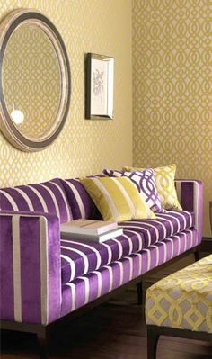 Gold+Purple inspiration: gold wallpapers & purple sofa Wish I had the guts! Wallpapers Purple, Lounge, Purple Couch, Yellow Sofa, Yellow Pillows, Yellow Walls, Boho Chic Living Room, Living Room Pillows, Apartment Ideas