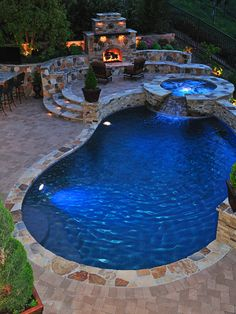 Pool, spa and fireplace. Check, check and check!