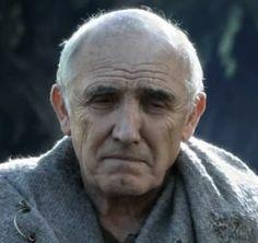 Luwin, es el Maestre de Invernalia, consejero de Ned y maestro de sus hijos.