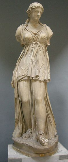 Luna (Selene), Roman statue (marble) copy of Hellenistic original, 1st–2nd century AD, (Musei Vaticani, Vatican City).