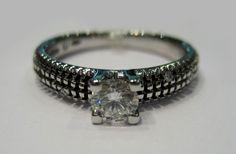 Anello solitario Damiani Metropolitan Dream, con diamante ct. 0,30 centrale. Disponibile presso il negozio Easyoro di Como! tel. 031261507