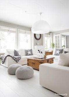Grey and off white living room. Modern country home style. Coastal Living Rooms, Living Room Grey, Home Living Room, Living Room Decor, Living Spaces, Cozy Living, Deco Design, Design Trends, Design Ideas