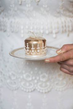 Little golden cake. The link doesn't go anywhere, but this would be an adorable & classy gift idea for Christmas!