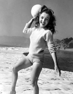 Norma Jeane. Photo by Andre de Dienes, 1945.