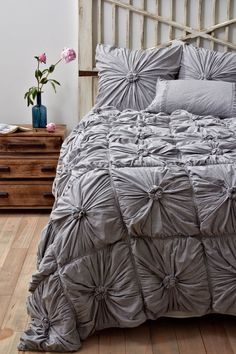 I have this comforter except in the navy blue and it's absolutely perfect. Keeps us warm in the cold and cool in the heat.