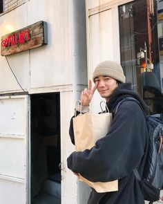 Japan Icon, Korean Boys Ulzzang, Baggy Clothes, Body Poses, Japanese Men, Edgy Outfits, Man Photo, Casual Street Style, Attractive Men