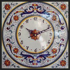 #sberna #art #pottery #ceramics #deruta #madeinitaly #love #handmade #drawing #handpainted #handcraft #colours #wall #clock #flowers #round #red #blue #yellow #white