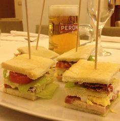 Il Club Sandwich (o Club-House Sandwich) è uno dei panini più famosi ed internazionali del mondo anglosassone... Lo Chef Raffaele ha pensato di affiancarlo a una bella bionda Italiana!!!