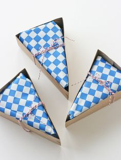 DELUXE Red, White and Blue Wedge-Shaped Pie Box Kits (all accessories included) - set of 24 via Etsy.