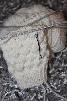 Knitting Socks, Sewing, Crochet, Diy, Knits, Hipster Stuff, Slip On, Knit Socks, Dressmaking
