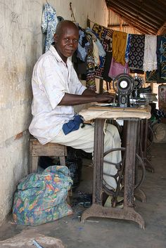Bissau, Bissau, Guinea - Working with my Singer Sewing Art, Sewing Rooms, Les Seychelles, African Life, Afrique Art, Art Tribal, Jolie Photo, West Africa, Sierra Leone